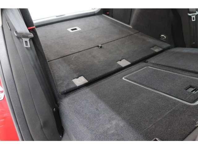 リアハッチドアが大きく開きますので荷物の積み下ろしも楽々!トランクは広く、シートアレンジをすれば大きな荷物も乗せられます。