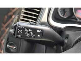 オートクルーズコントロールも親指で操作していただきやすい位置にデザインされており、高速道などの走行も楽にお乗りいただけます