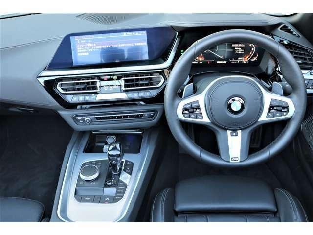 運転中のドライバーの集中力を妨げない位置に操作スイッチを配置し、10.25インチのコントロール・ディスプレイや、フル・デジタル・メーター・パネルなど視認性を高めたディスプレイを装備!