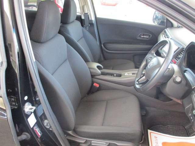 フロントシートは目立つ汚れもなくキレイですよ!