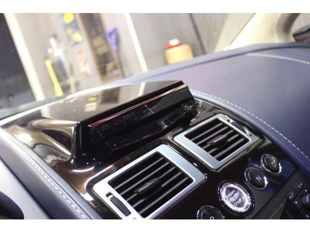 ☆★★☆ダッシュコンソール上部にポップアップ式カロッツェリアHDDナビ装備で、Bluetoothハンズフリー&オーディオ、地デジTVなど便利機能もバッチリです^^☆★★☆