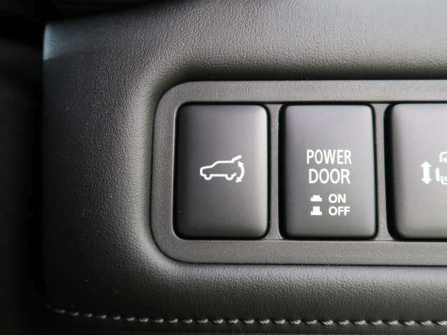 電動リアゲート装備!ボタン一つで開閉らくらく!