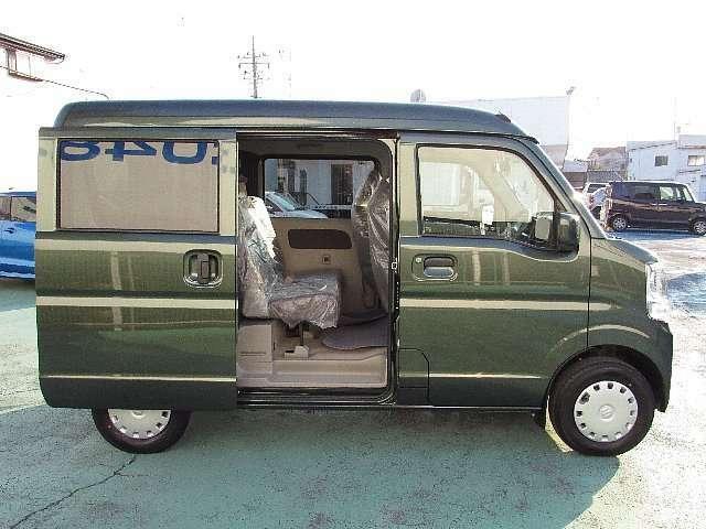納車前には、当社メカニックにより、安全かつ安心して気持ちよくお乗りいただける整備を行います。