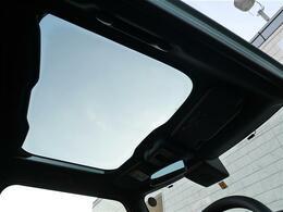 【ガラスルーフ】開放的な車内空間で、快適なドライブを★