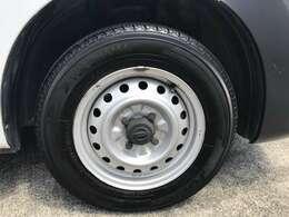 当社にてタイヤ交換も承っております☆新品タイヤから中古タイヤやスタッドレスタイヤ等も当社でお安く承ります☆もちろん社外アルミホイールの取付も承っております☆お気軽にスタッフまでご相談下さい