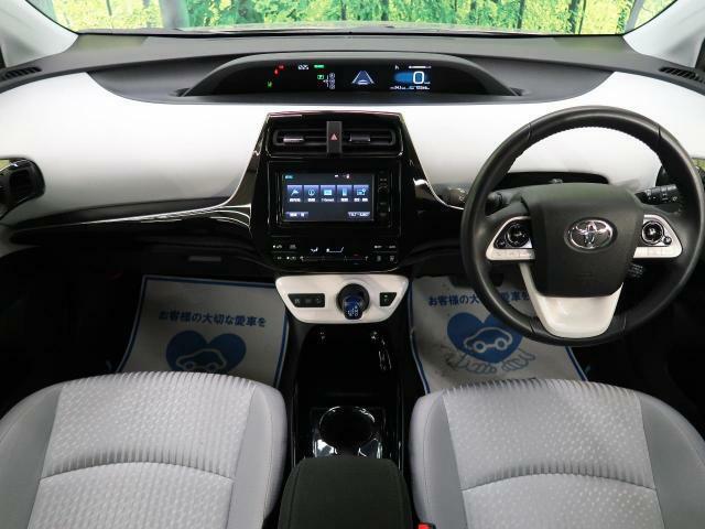 【H28年式プリウス入庫いたしました】安全性能・燃費良好車両!人気のプリウスです