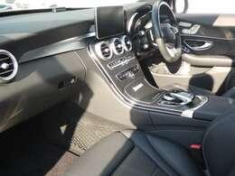 ブラック基調とした車内にピアノラッカー調インテリアトリムが採用されています!メルセデス・ベンツ特有の高級感を存分に堪能して頂けるインテリアになります!TEL:047-390-1919