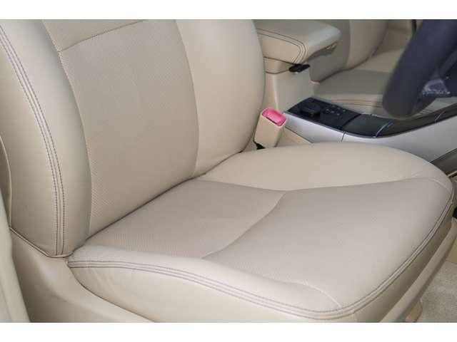 運転席、助手席ともに綺麗です。一度ご覧くださいませ。また【ベージュ本革シート】【パワーシート】【シートヒーター】が装備されておりますので、高級感がございます♪