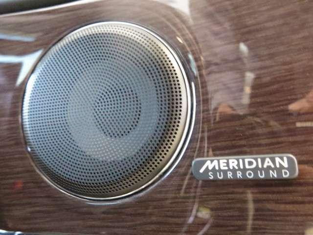 Meridianサラウンドサウンドシステム(290,000円)「最適に配置された13個のスピーカーとデュアルチャンネルサブウーファーにより、澄みきった高音から深みのある低音まで豊かなサウンドを生み出します」