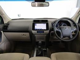 上級SUVに求められる高級感と、力強さ兼ね備えたインパネ廻り。乗り込んだ瞬間に違いがわかりますよ!