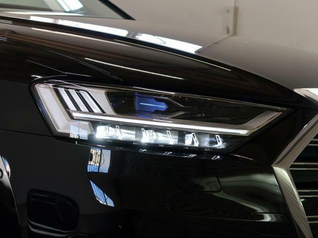<マトリクスLED ヘッドライト>高速道路などでは、対向車や先行車を検知すると、その部分だけハイビームのLED を消灯または減光させることで、周囲に迷惑をかけることなく常時ハイビームを利用することが可