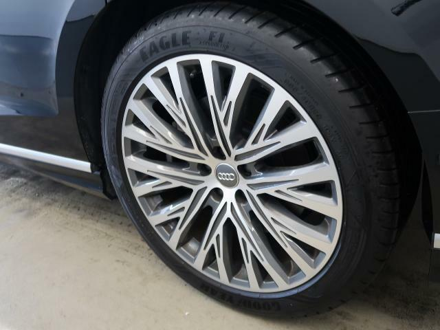 <Audi純正アルミホイール>安全性と快適性を両立。厳しい基準をクリアしたAudi純正アルミホイール。