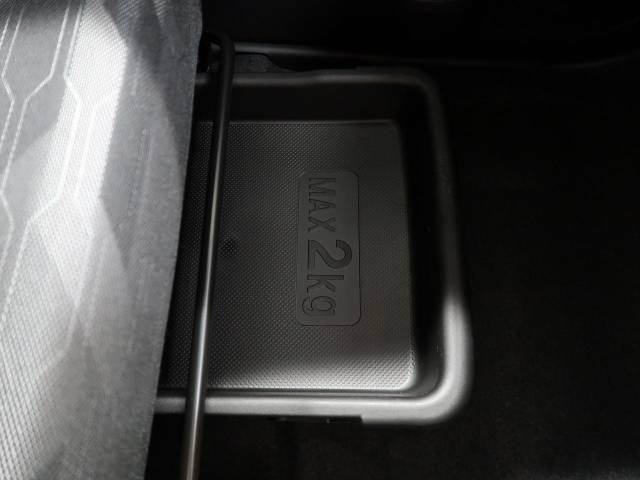 ●シートアンダートレー!ちょっとしたものを収納できます☆普段はシートの下にしまっておけるので、便利です♪秘密な隠し事もここにしまっておきましょう☆