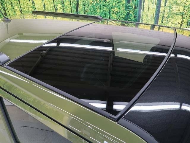 人気装備!!【スカイフィールトップ】開放的なガラスルーフからは、温かい陽の光が車内に差し込みます。