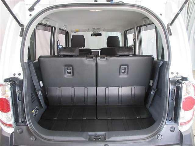 十分な高さと横幅があるバックドアの開口部、シートを格納すれば長尺物も積み込めますね