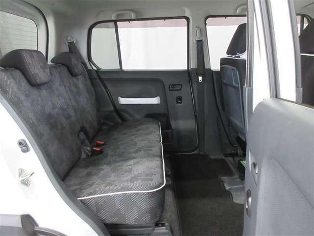 リヤシートもフロアカーペットもクリーニングずみです きれいな空間っていいですよね