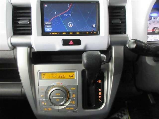 ステアリングに近く、操作しやすいインパネシフトで安全で快適な運転ができますね。