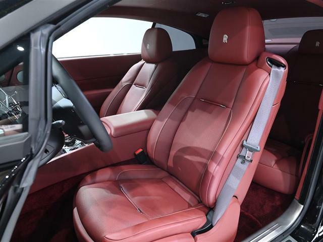 フロントシートにはベンチレーション機能が備わっており1年中快適な車内環境