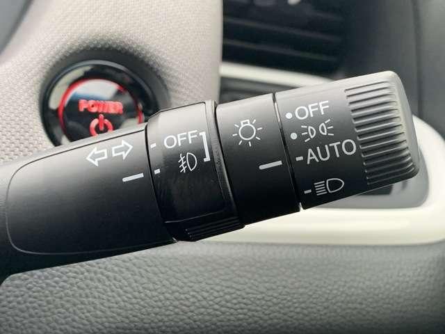 オートライト機能付なので、夕暮れ時や、トンネルなどでの付け忘れ、消し忘れがなくなります。また、夜間はエンジンを掛けたら点灯、切ると消灯致します。