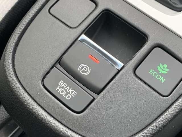 スイッチ操作でパーキングブレーキのオン/オフが出来ます。