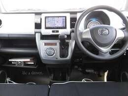 運転席に座った印象なんですが 使いやすい位置にスイッチなどがあったり 前方も見やすくて運転し易そうな印象です