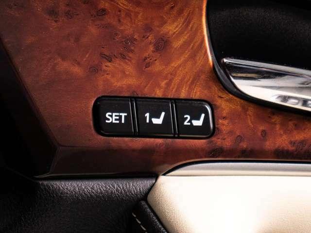 運転席にはシートメモリー機能も付いております。
