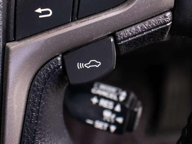 レーダークルーズコントロール&プリクラッシュセーフティーシステム搭載しております。