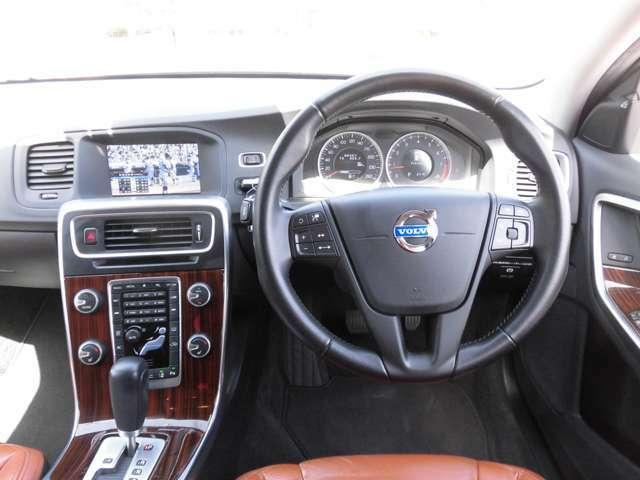 クルーズコントロール&オーディオステアリングスイッチがついています。運転しながら操作できます。