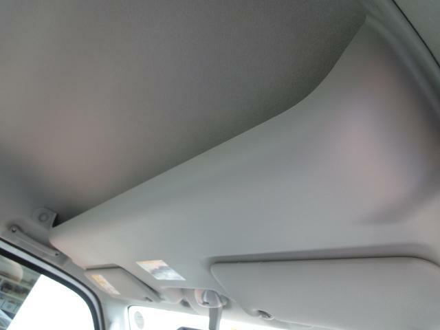 室内フロント天井部にも、収納スペースを確保!