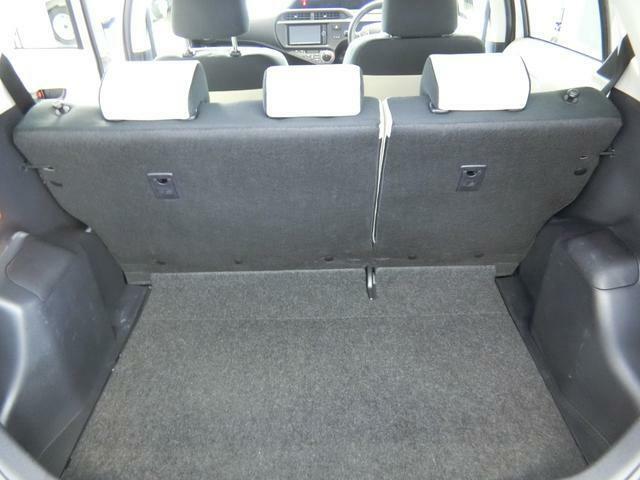 後部座席は折りたたむことができます。荷物に合わせて対応できます。