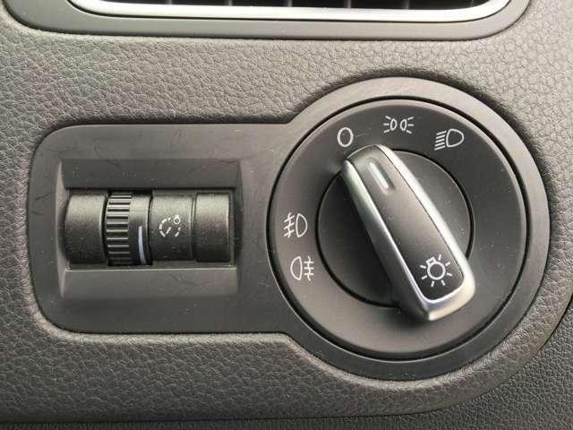 【ヘッドライトレベライザー】車外の環境などに合わせて、ヘッドライトが照らす角度を上下調整できます!