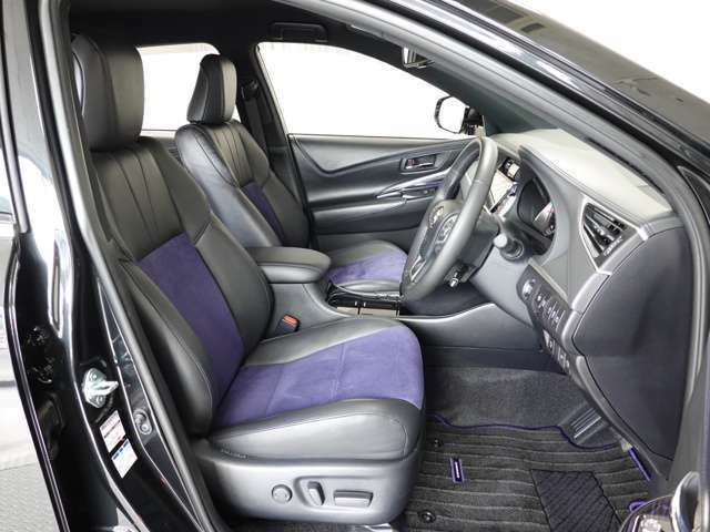 運転席には電動シートで無段階調節可能!!