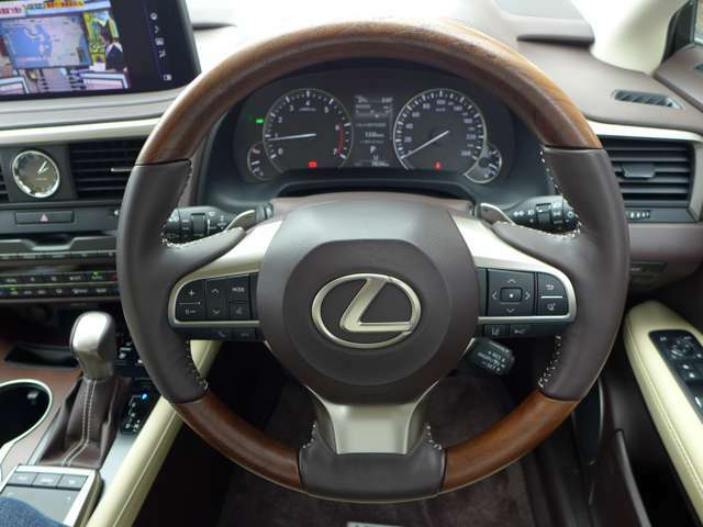 見晴らしの良い前方視界で運転しやすいお車です。