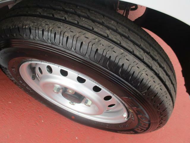 【タイヤ】走行距離が少なめなので、タイヤの溝もしっかり残ってます♪これはお買い得です♪