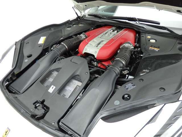 6.5リッターV12気筒エンジン/800ps(カタログ値)