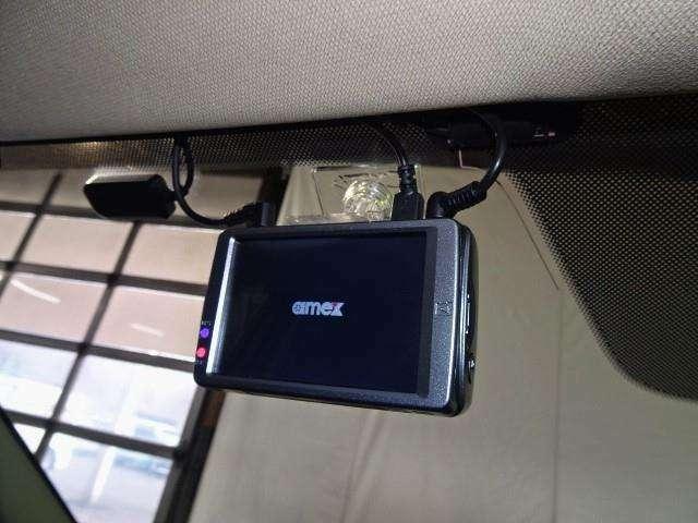 あおり運転や万が一の時味方になってくれるドライブレコーダー付き!