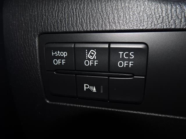【車線逸脱警報システム】ドライバーがウィンカー操作を行わずに車線を逸脱する可能性がある場合、ブザーやディスプレイ表示による警告でお知らせします!