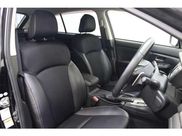 フロントシートはとても座りやすい形です。状態も綺麗で良い状態です。