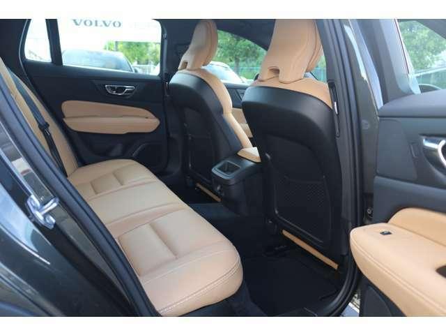 V60クロスカントリーはV60よりも座面が高いので、乗り降りがしやすいお車です。