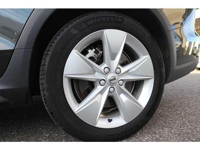 V60クロスカントリーのタイヤはV60よりも厚く、ソフトな乗り心地です。
