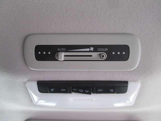 後席で後席のエアコン操作が可能です!