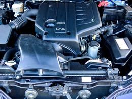 搭載されるエンジンはVVT-i機構付きの直6DOHCで、2.5L直噴(1JZ-FSE型)は200馬力/6000rpm・25.5kgm/3800rpmのパワーとトルクを発生。