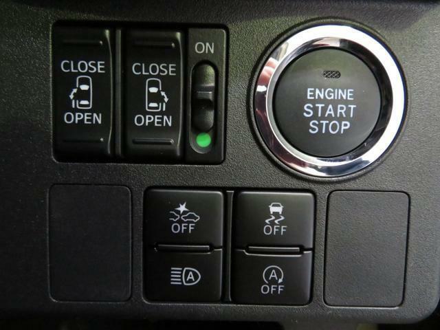 プッシュボタンで楽々エンジンスタート。リヤ両側電動スライドドア切換スイッチ。衝突警報をはじめ装備集中スイッチが付いています。