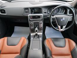 貴重な茶色と黒革を使ったコンビネーションレザーが入荷!外装・内装ともに良好。ランバーサポートも装備された電動パワーシートはロングドライブにぴったり!是非ご覧ください!