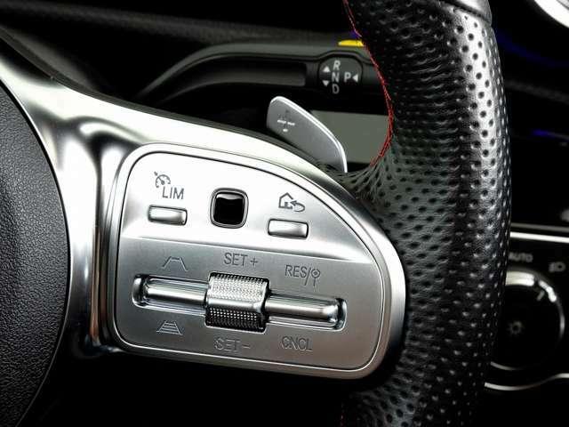 ステアリング右側ではメーターディスプレイの表示やアダプティブクルーズコントロールの調節などが行えます。