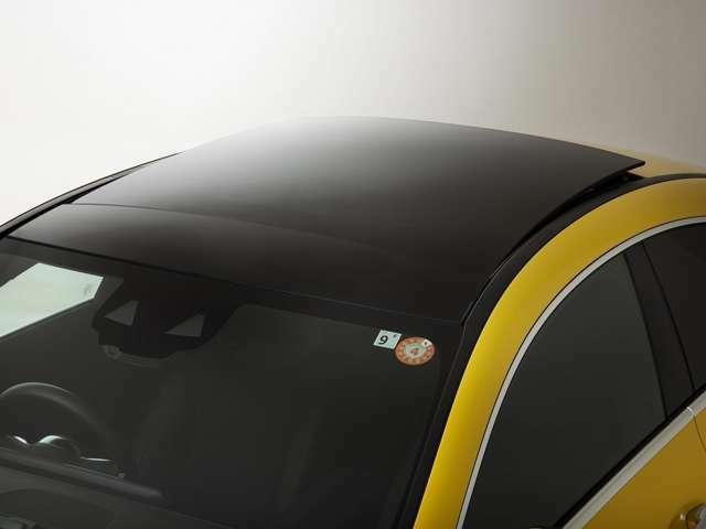 サンルーフはチルトアップも可能のため、ちょっとした空気の入れ替えにもおすすめです。