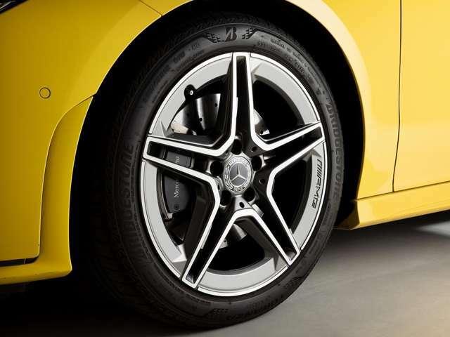 AMGライン専用、18インチサイズの「AMG5ツインスポーク」ホイールを装着しています。デザイン性も高くスポーティなホイールとなっています。
