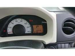 走行距離約2.4万kmのお車です!長く乗るにはピッタリのお車です!視認性も良く、ガソリンの残量も一目でわかります!