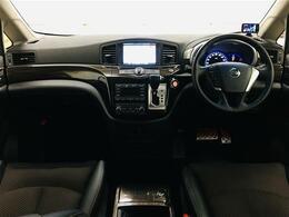 広い車内空間と高い操縦性能を併せ持つことから「高級ミニバンの元祖」と呼ばれるエルグランド!!