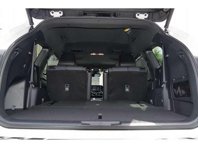 ★セカンドシートが前側に倒れてフルフラットになりますので車中泊も可能です♪